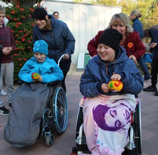Kinder im Rollstuhl