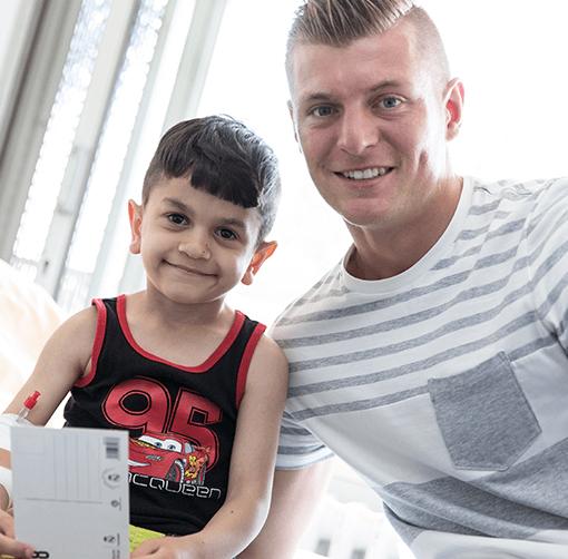 Toni Kroos mit Kind