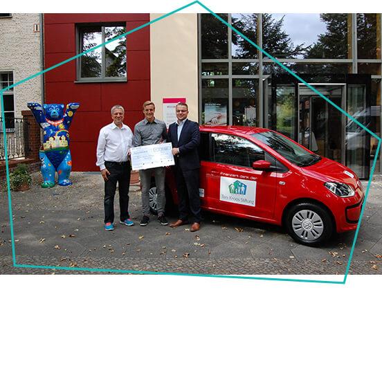 Drei Männer und Auto