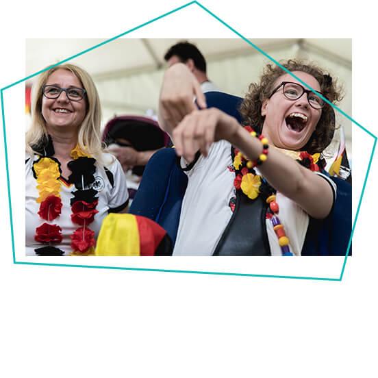 Kind mit Deutschlandkette