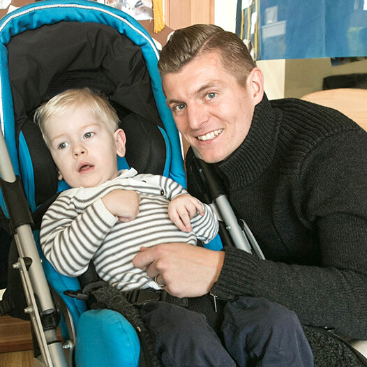 Toni Kroos with a child